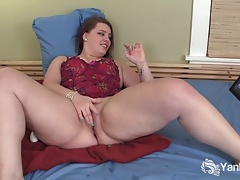 Twitches Plus-size Nicole Ashbury Masturbates