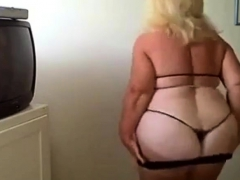 Plumper granny dance on webcam