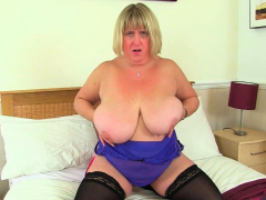 Big jugged milf Kiki Rainbow from the UK gropes her fanny