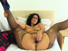milf Annabelle More tucks her pussy with dildo
