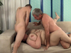 enjoying BBW gets doublepenetrated