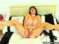 English  Eva Jayne dildos her nyloned fanny