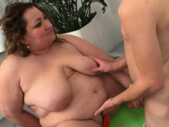 Plumper picks up an young guy and rails his shaft