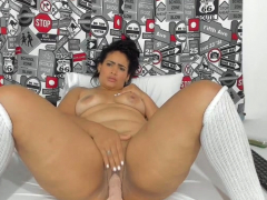 Busty BBW Mummy With Pantyhose Uses Some Toys