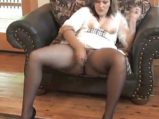 Sexy MILF getting off in the matter of seamless pantyhose