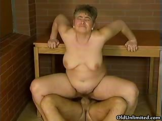 Chubby mature housewife riding chunky gumshoe part1
