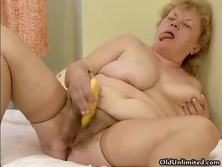 Nasty chubby housewife rubs a banana on the top of her part1