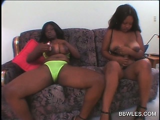 Busty BBW lesbos vibing pussyes on be passed on couch