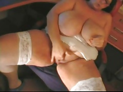 Mature Sandra - caressing one out