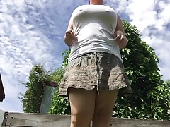 Fat girl pissing